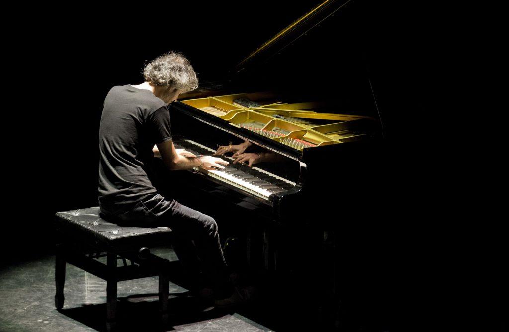 James Rhodes tocando el piano en el Festival Terral de Málaga 2017